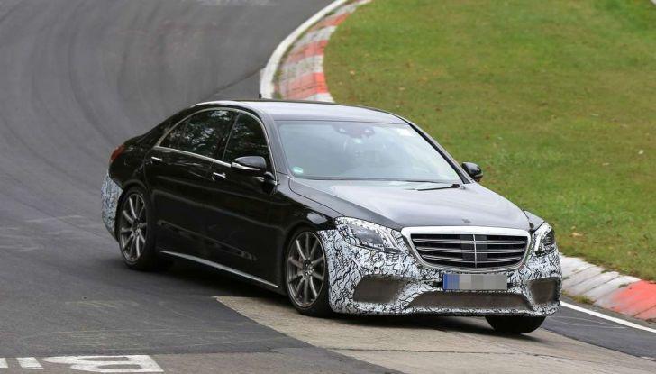 Mercedes AMG S63 Facelift nuove foto spia dei test su pista - Foto 13 di 24