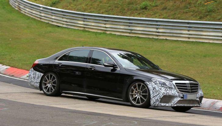 Mercedes AMG S63 Facelift nuove foto spia dei test su pista - Foto 14 di 24