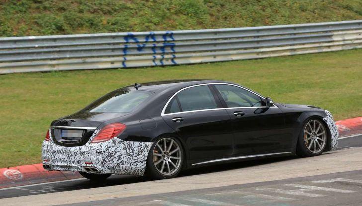 Mercedes AMG S63 Facelift nuove foto spia dei test su pista - Foto 15 di 24