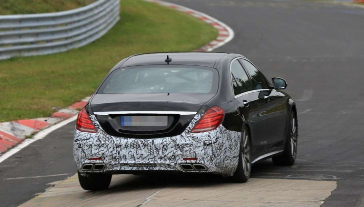 Mercedes AMG S63 Facelift nuove foto spia dei test su pista - Foto 16 di 24