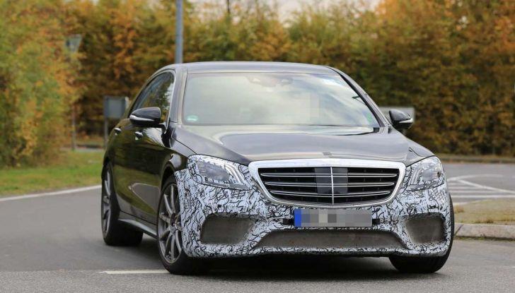 Mercedes AMG S63 Facelift nuove foto spia dei test su pista - Foto 17 di 24