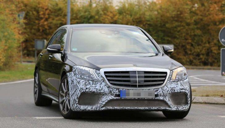 Mercedes AMG S63 Facelift nuove foto spia dei test su pista - Foto 18 di 24