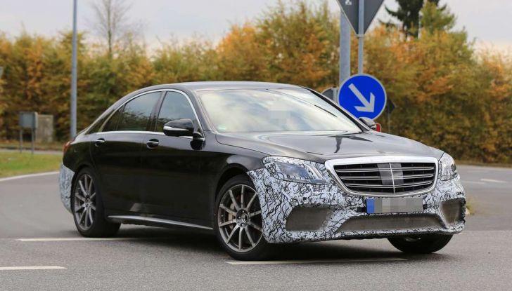 Mercedes AMG S63 Facelift nuove foto spia dei test su pista - Foto 19 di 24