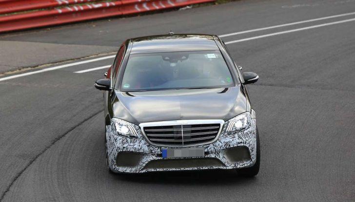 Mercedes AMG S63 Facelift nuove foto spia dei test su pista - Foto 4 di 24