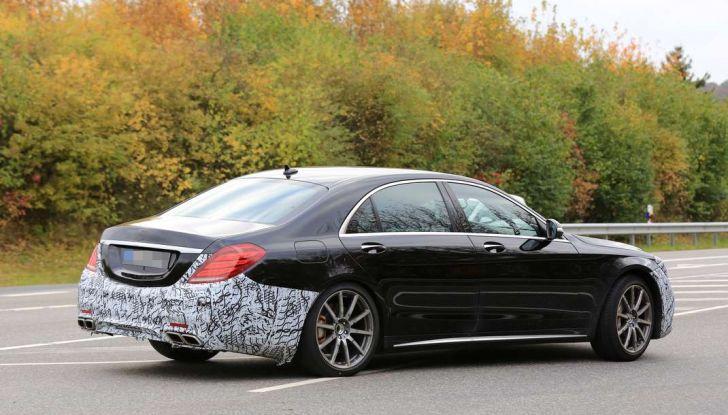 Mercedes AMG S63 Facelift nuove foto spia dei test su pista - Foto 22 di 24