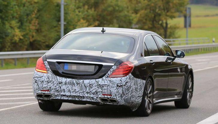Mercedes AMG S63 Facelift nuove foto spia dei test su pista - Foto 23 di 24