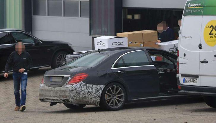 Mercedes AMG S63 Facelift nuove foto spia dei test su pista - Foto 24 di 24