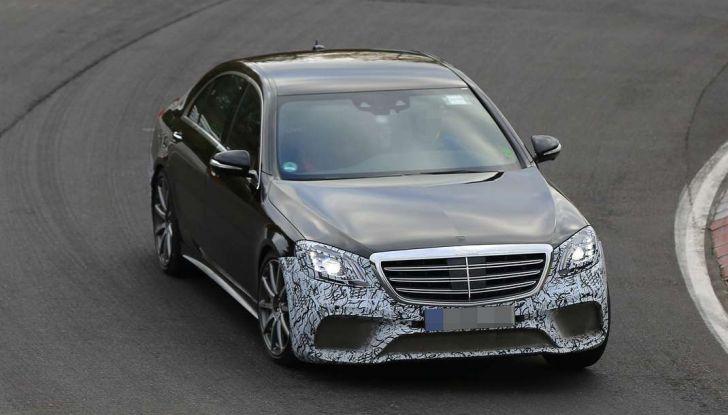 Mercedes AMG S63 Facelift nuove foto spia dei test su pista - Foto 5 di 24