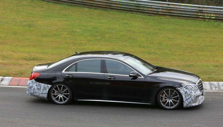 Mercedes AMG S63 Facelift nuove foto spia dei test su pista - Foto 6 di 24