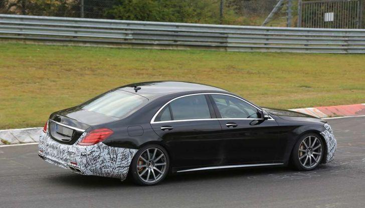 Mercedes AMG S63 Facelift nuove foto spia dei test su pista - Foto 7 di 24