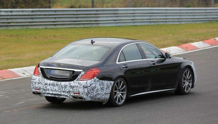 Mercedes AMG S63 Facelift nuove foto spia dei test su pista - Foto 3 di 24