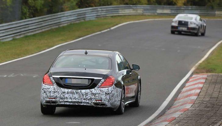 Mercedes AMG S63 Facelift nuove foto spia dei test su pista - Foto 8 di 24