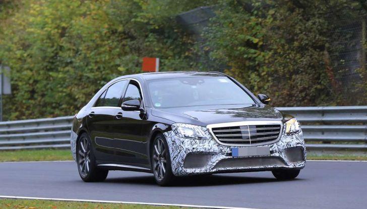 Mercedes AMG S63 Facelift nuove foto spia dei test su pista - Foto 1 di 24