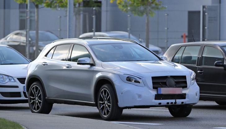 Nuova Mercedes GLA, le prime foto spia dei test autunnali - Foto 3 di 13