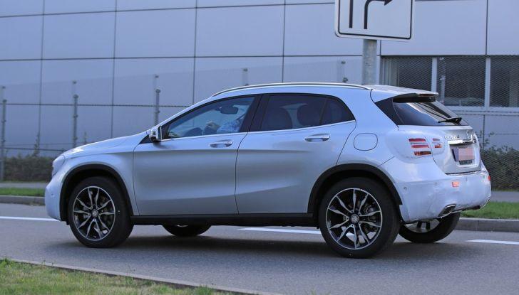 Nuova Mercedes GLA, le prime foto spia dei test autunnali - Foto 4 di 13