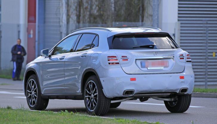 Nuova Mercedes GLA, le prime foto spia dei test autunnali - Foto 2 di 13