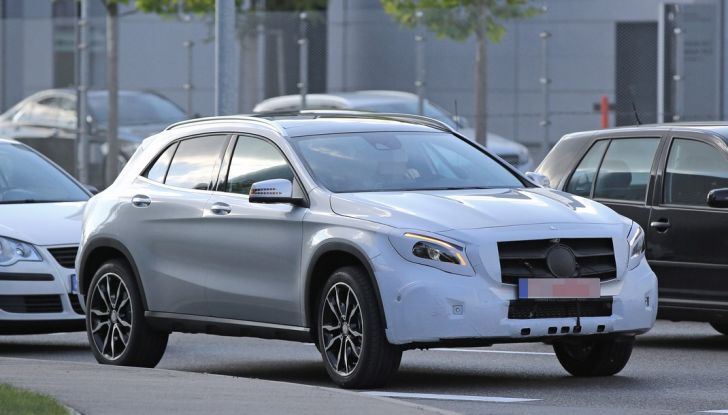Nuova Mercedes GLA, le prime foto spia dei test autunnali - Foto 5 di 13