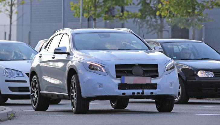 Nuova Mercedes GLA, le prime foto spia dei test autunnali - Foto 6 di 13