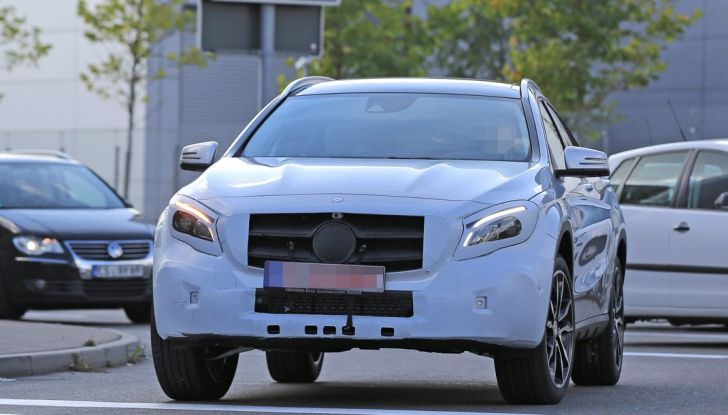 Nuova Mercedes GLA, le prime foto spia dei test autunnali - Foto 8 di 13