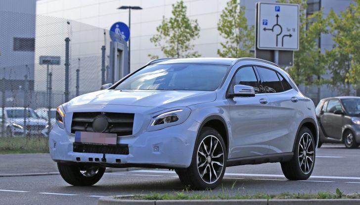 Nuova Mercedes GLA, le prime foto spia dei test autunnali - Foto 9 di 13