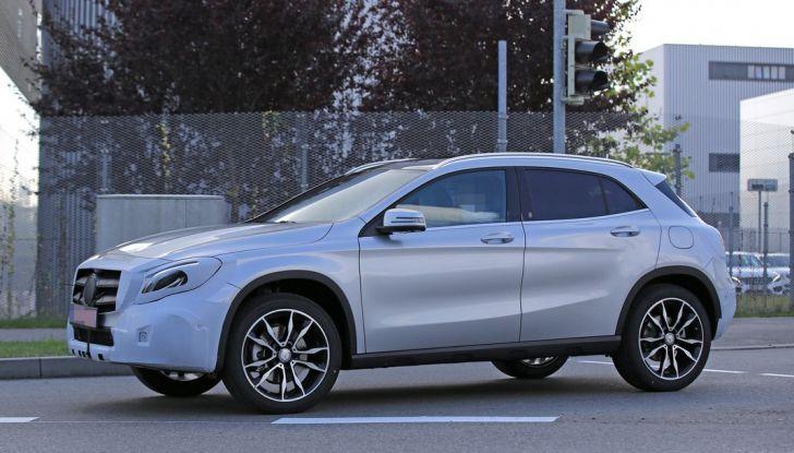 Nuova Mercedes GLA, le prime foto spia dei test autunnali - Foto 10 di 13