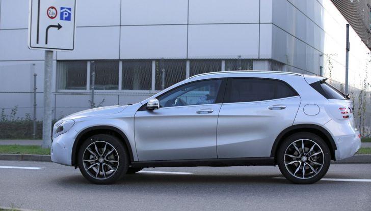 Nuova Mercedes GLA, le prime foto spia dei test autunnali - Foto 11 di 13