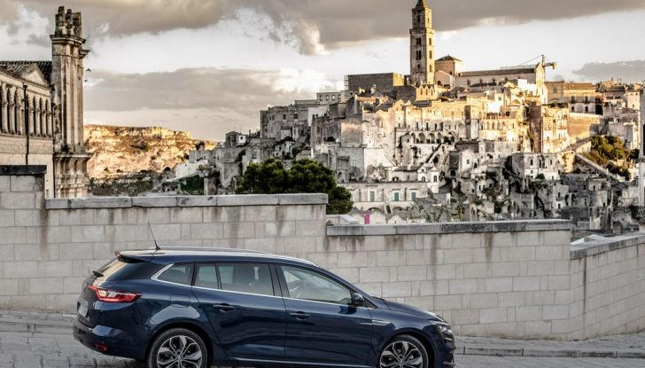Nuova Renault Megane Sporter prova su strada, prezzi e motorizzazioni - Foto 12 di 56