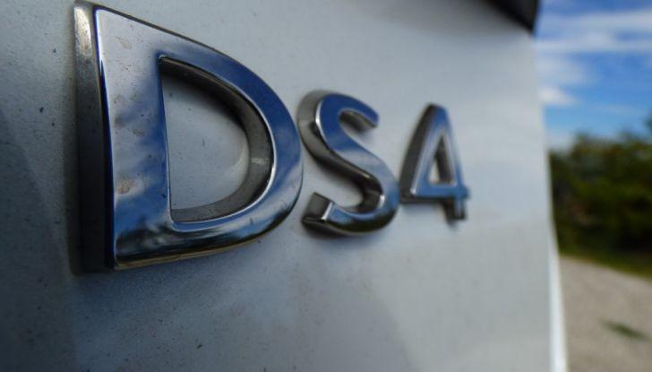 Prova su strada DS 4 Crossback BlueHDI 120: impressioni, allestimenti e prezzi - Foto 18 di 32
