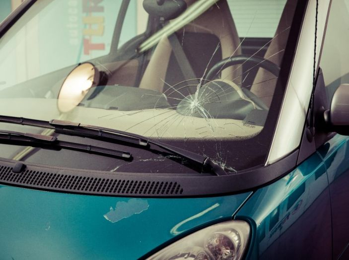 Tutto quello che c'è da sapere sulla polizza cristalli dell'auto - Foto 2 di 11