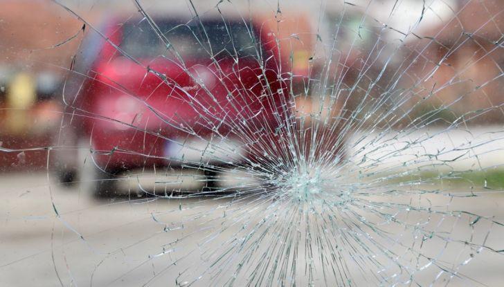 Tutto quello che c'è da sapere sulla polizza cristalli dell'auto - Foto 10 di 11