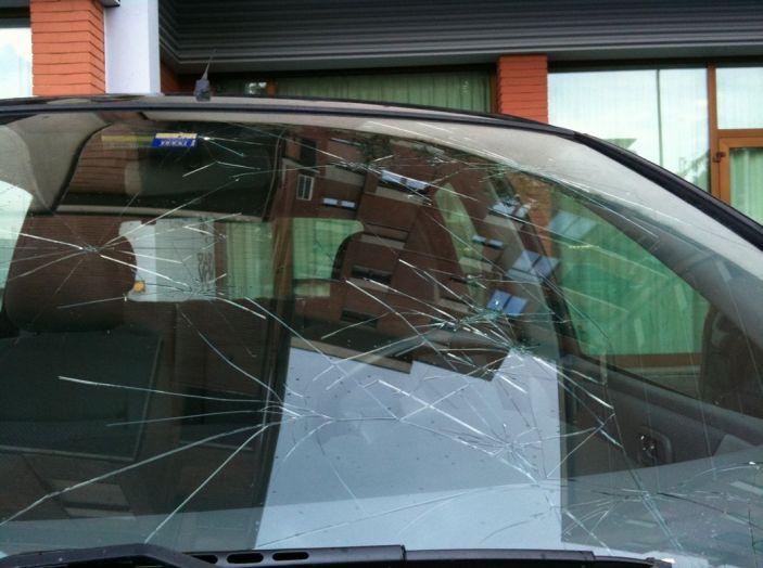 Tutto quello che c'è da sapere sulla polizza cristalli dell'auto - Foto 3 di 11