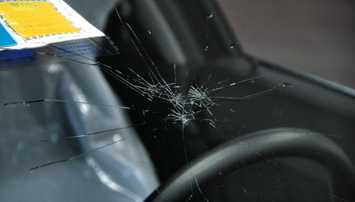Tutto quello che c'è da sapere sulla polizza cristalli dell'auto - Foto 4 di 11