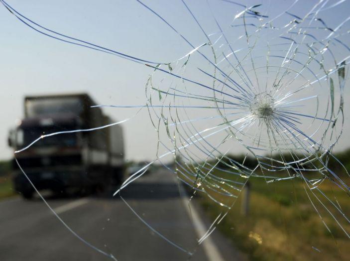 Tutto quello che c'è da sapere sulla polizza cristalli dell'auto - Foto 1 di 11