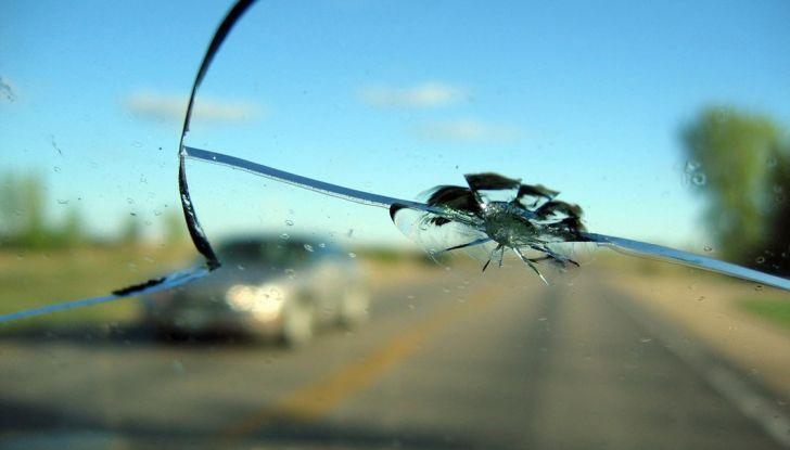 Tutto quello che c'è da sapere sulla polizza cristalli dell'auto - Foto 5 di 11