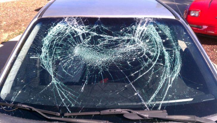 Tutto quello che c'è da sapere sulla polizza cristalli dell'auto - Foto 6 di 11