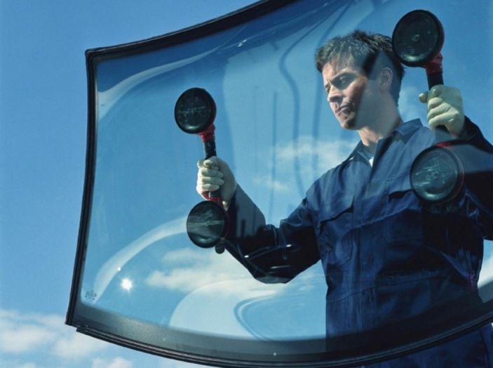 Tutto quello che c'è da sapere sulla polizza cristalli dell'auto - Foto 8 di 11