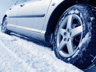 Proteggere l'auto dal freddo invernale: consigli utili
