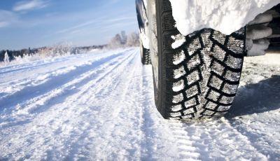 Pneumatici invernali o catene da neve obbligatori dal 15 novembre: tutte le informazioni utili