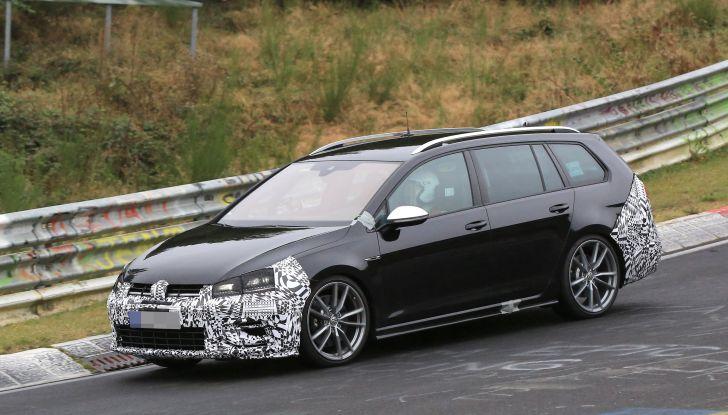 Nuova Volkswagen Golf VII R Variant 2018, foto spia al Ring - Foto 4 di 18