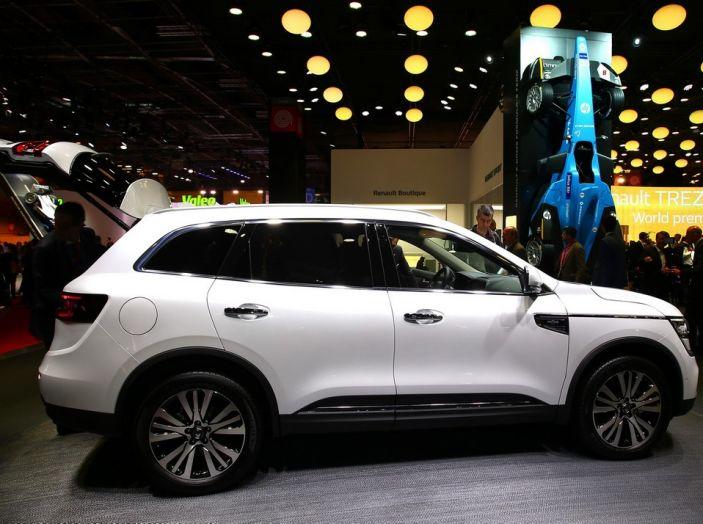 Renault Koleos svelata a Parigi la nuova crossover che potrebbe diventare ibrida - Foto 4 di 12