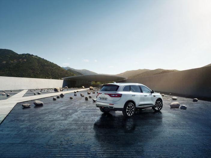 Renault Koleos svelata a Parigi la nuova crossover che potrebbe diventare ibrida - Foto 8 di 12