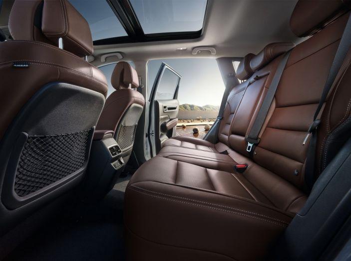 Renault Koleos svelata a Parigi la nuova crossover che potrebbe diventare ibrida - Foto 12 di 12