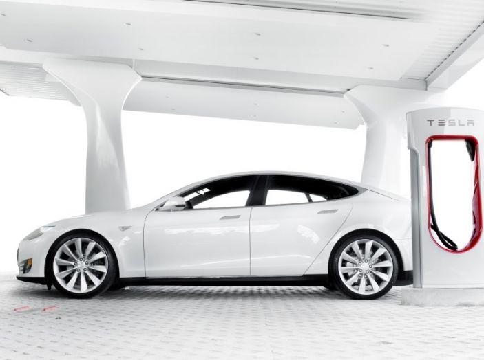 La batteria al litio più grande del mondo è opera di Tesla - Foto 1 di 9