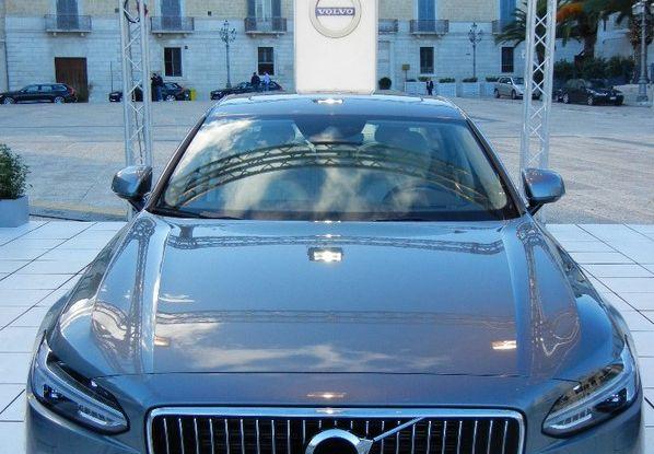 Nuova Volvo S90 prova su strada, motori, prestazioni e prezzi - Foto 3 di 26