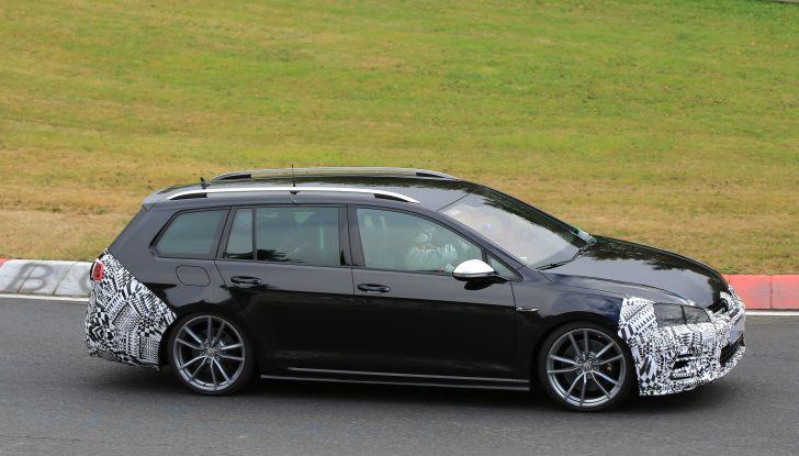 Nuova Volkswagen Golf VII R Variant 2018, foto spia al Ring - Foto 14 di 18