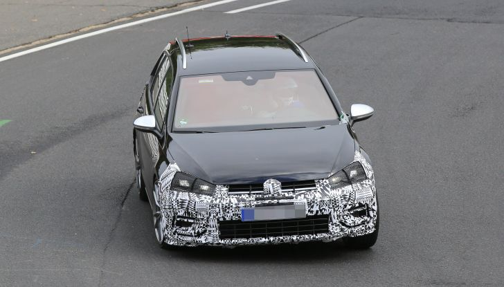 Nuova Volkswagen Golf VII R Variant 2018, foto spia al Ring - Foto 11 di 18