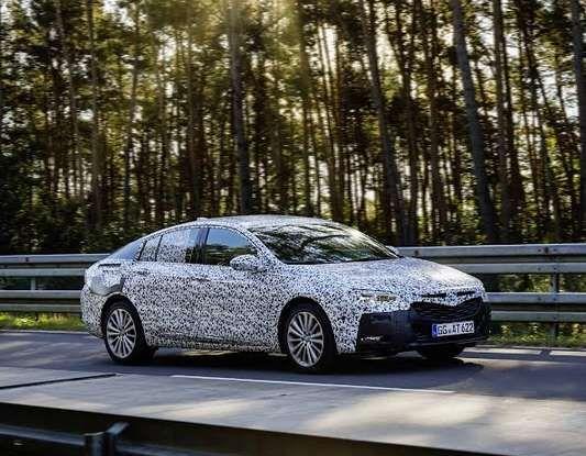 Nuova Opel Insignia Grand Sport test drive, prestazioni e dotazioni - Foto 7 di 10
