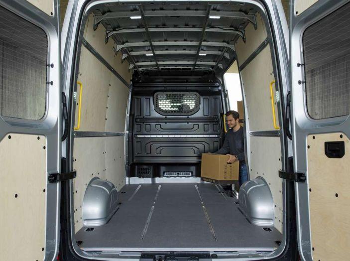 Volkswagen Crafter prova su strada del veicolo commerciale di nuova generazione - Foto 30 di 34