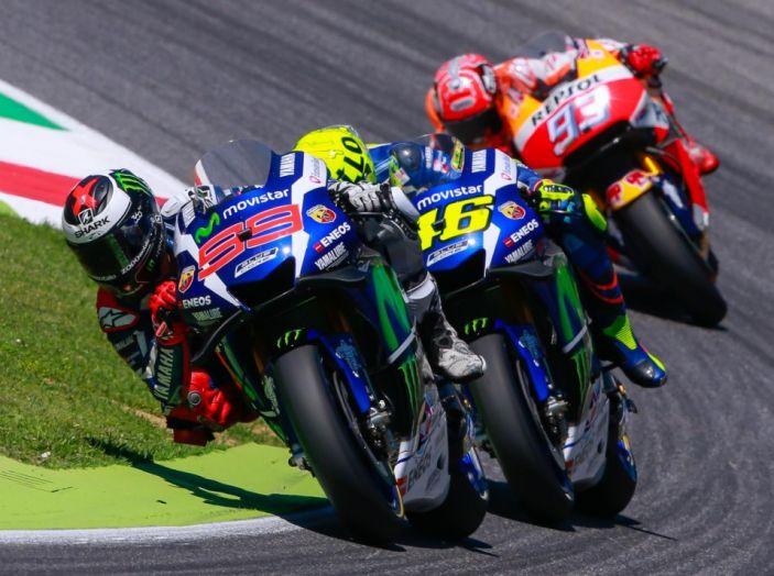 MotoGP 2016, Valencia: pole a Lorenzo, Rossi partirà dalla terza posizione - Foto 17 di 19