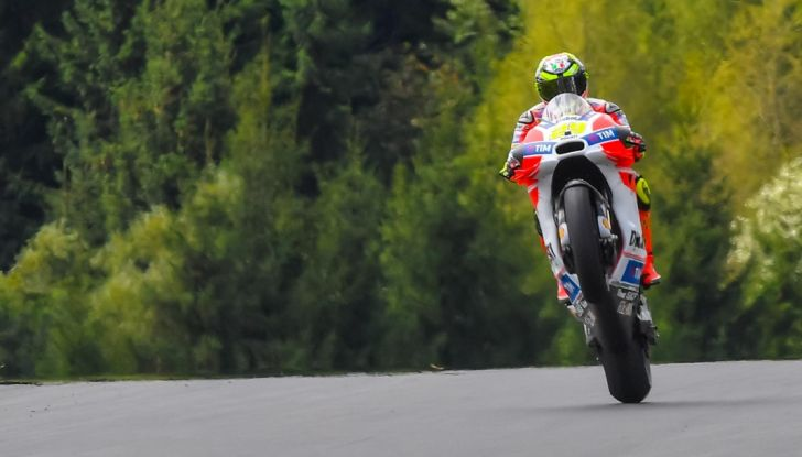 Risultati MotoGP 2016, Valencia: Lorenzo vince l'ultima gara della stagione, Rossi quarto - Foto 10 di 19